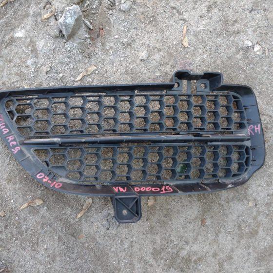 Решетка бампера правая Touareg