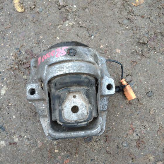 Опора двигателя Audi A4,A5,Q5